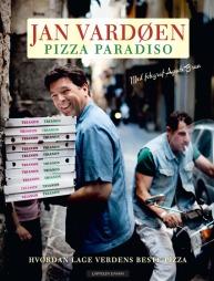 Faksimile av Jan Vardøens pizzabok som inneholder stemningsfulle bilder fra Napoli samt 35 pizzaoppskrifter.