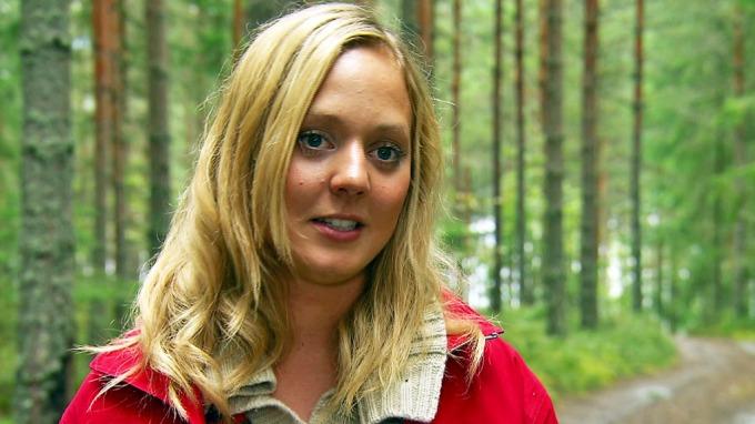 Svein Bøylestad må finne seg i at frieren Christine Siljedal Arnesen er på skole om dagen! thumbnail