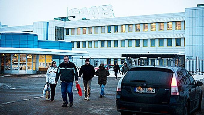 Usikkerheten er fortsatt stor for de Saab-ansatte. Lønningene er igjen forsinket - og selskapets framtid er helt uviss.