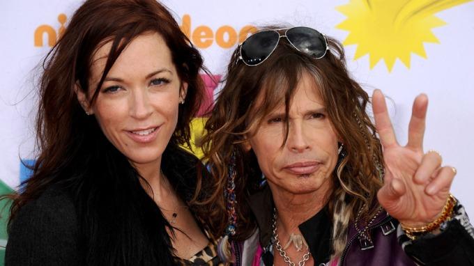 Steven Tyler gifter seg for tredje gang, Aerosmith-stjernen fridde til kjæresten Erin Brady! thumbnail