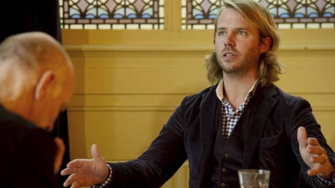 Hugo Koolschijn og Thijs Romer øver på teaterstykket som forestiller møtet mellom massedrapsmann Anders Behring Breivik og den nederlandske ultrahøyre-lederen Geert Wilders! thumbnail