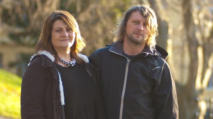 I kveld setter Mirjam Strømsholm og Pavel Prusa gjeldsrekord i «Luksusfellen», de skylder skjorta og vel så det! thumbnail