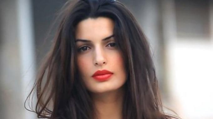 Tonia Sotiropoulou den greske gudinnen blir ny Bond-babe, sexy og het! thumbnail