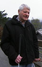AVHENGIG AV FØRERHUND: Melchior Leirmo.