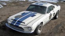 Shelby Cobra GT 350: Funnet lenket fast til et hus