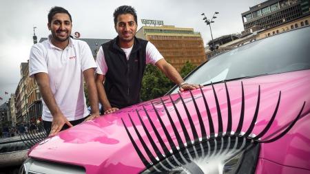 PÅ UTLÅN: Sjåførgutta Mubashar Ali og Mudassar Hussain er lånt ut av Christiania Taxi frem til 29. juli.