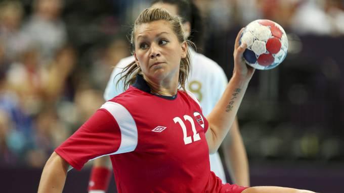 Amanda Kurtovic måtte ut med skade i kampen mot Spania. Den unge håndballspilleren håper å være klar til semifinalen mot Sør-Korea.