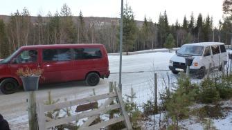 SLEPES BORT: Etter tre dager ble varebilen slept til Oppdal der bilen skal repareres.