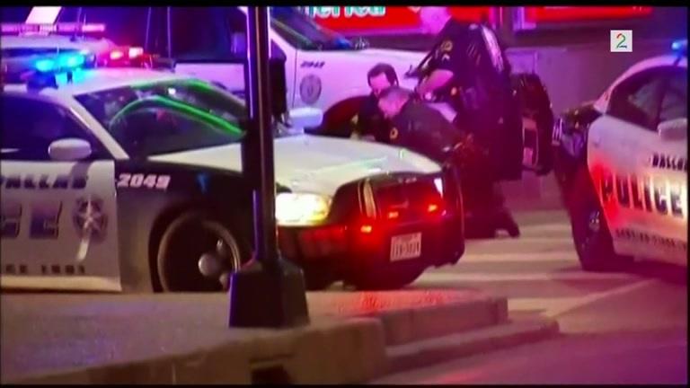 Bilde for: Amatørvideo: Filmet da flere politifolk ble skutt i Dallas (NB. Sterke inntrykk)