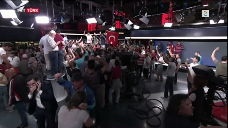 Bilde for: Jubelscener da TV-kanal startet opp etter forsøk på kupp