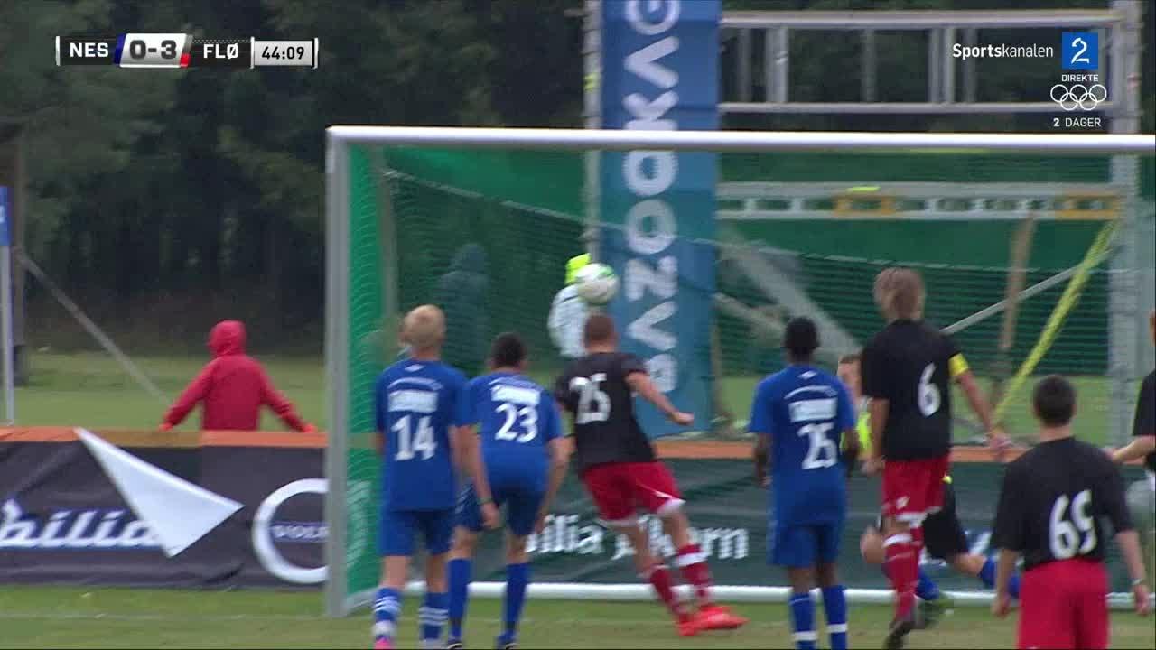 Bilde for: Karlsen header inn 3-0