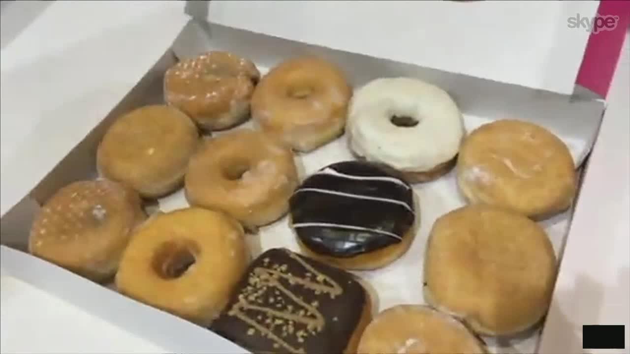 Bilde for: Her får blakk Harald påspandert donuts av norske studenter i Madrid