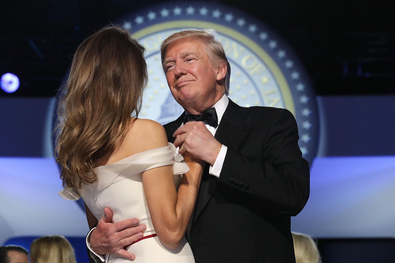 Bilde for: Her danser Donald og Melania Trump sin første dans som presidentpar
